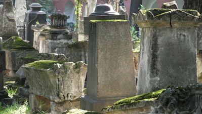В РПЦ одобрили запрет на посещение кладбищ в Пасху из-за коронавируса