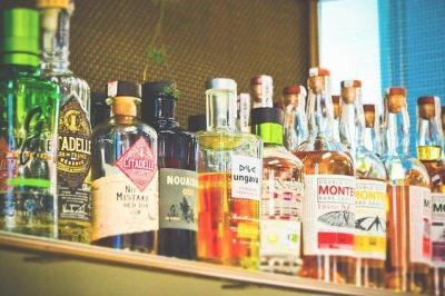 Россияне стали меньше тратить и сильно больше пить