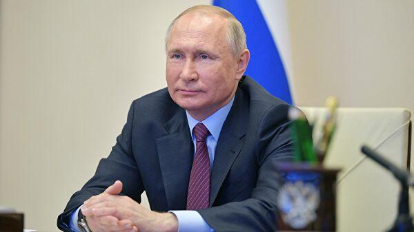 Песков заявил, что Путину сейчас не хватает живого общения