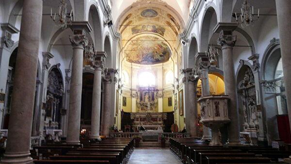 В Италии оштрафовали священника за проведение мессы