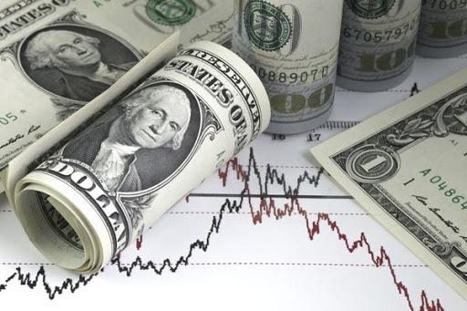 Доллар почти не меняется к мировым валютам на фоне пандемии