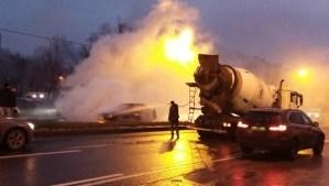 На проспекте Энергетиков в горящий Hyundai въехал автомобиль