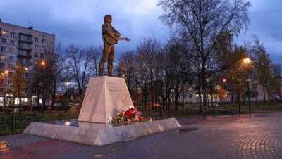 Сквер у памятника Виктору Цою сделали в два раза светлее