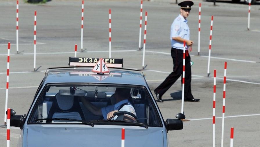 В России могут разрешить водить авто с 17 лет