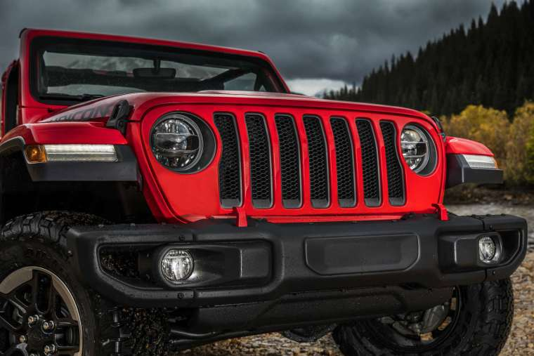 The 2020 Jeep Wrangler will offer a V-6 diesel option using FCA's EcoDiesel technology