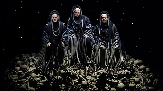 Götterdämmerung - Edith Haller (3. Norn), Simone Schröder (1. Norn), Martina Dike (2. Norn) © Bayreuther Festspiele GmbH / Enrico Nawrath.