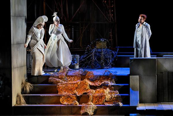 Fricka, Freia, and Loge admire the Nibelung treasure in Das Rheingold. Photo Rheingold, Scene 1. Photo © Bayreuther Festspiele GmbH/Enrico Nawrath.