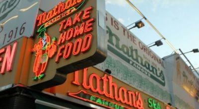 Nathan's Famous: Najlepšie hotdogy v New Yorku