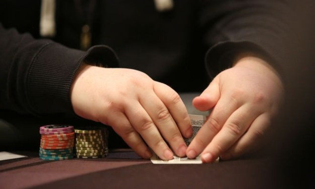 Mucking Your Hand at Showdown – Good or Bad?