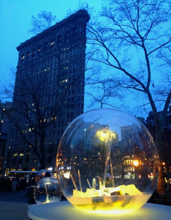 gazing-globes-night-flatiron