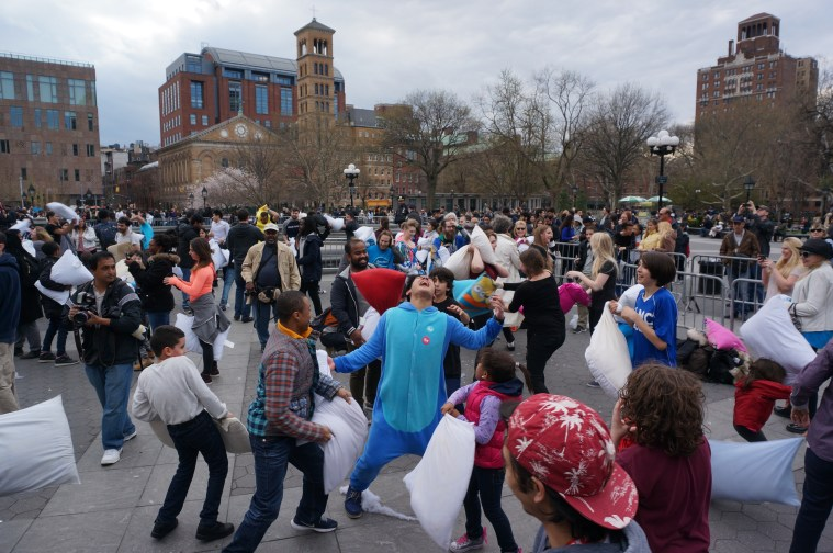 pillow-fight-new-york