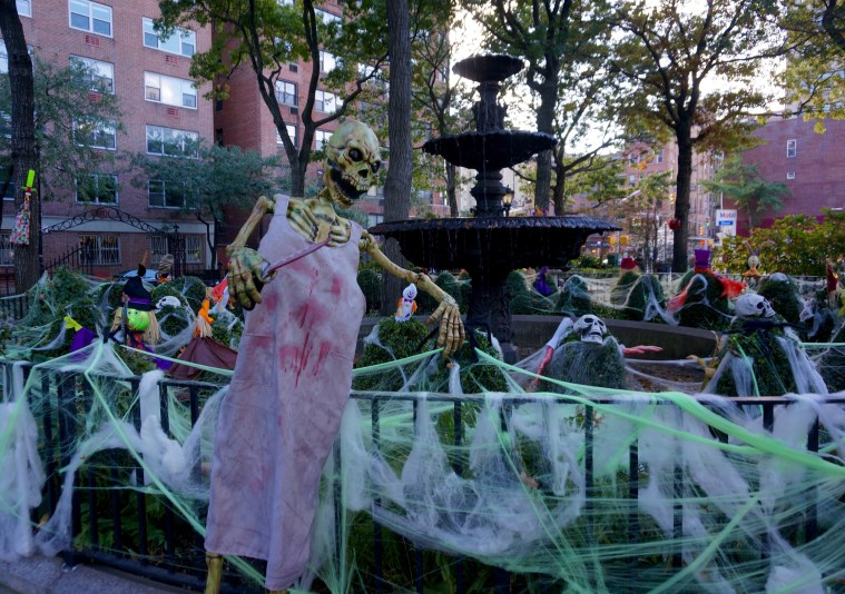 halloween-nyc-west-village-park
