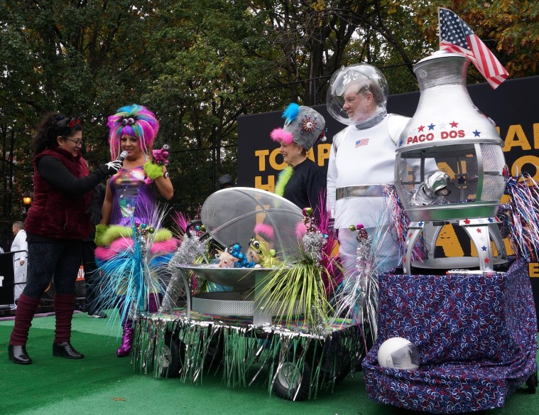 halloween-dog-parade-outer-space