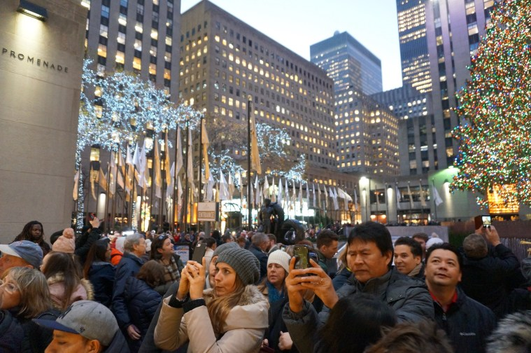 rockefeller-christmas-tree-crowds
