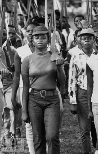 Biafran Girls at the battlefront