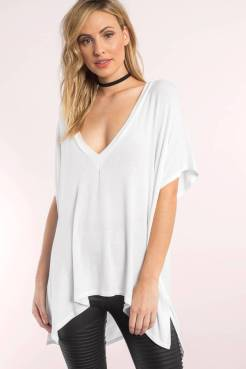ALLEY WHITE PLUNGING TEE from www.tobi.com