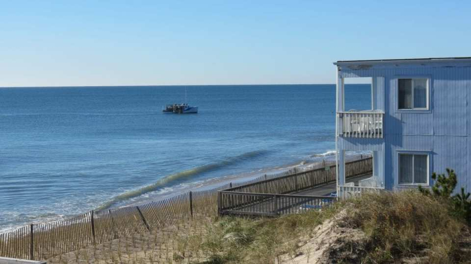 Long Island is famous for its white sand beaches and family-friendly vacation rental accommodations. There's no shortage of beautiful locales to visit whether you're looking to surf in Montauk or sunbathe in the Hamptons.