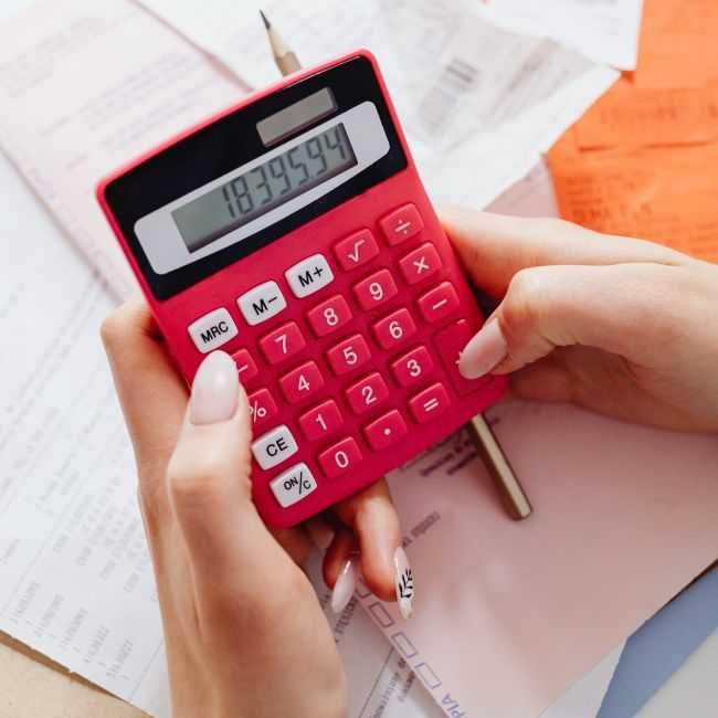personal injury client using a lawsuit loan calculator