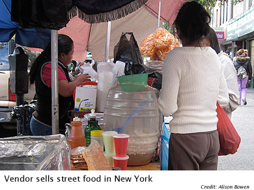 Vendor-sells-street-food-in-New-York