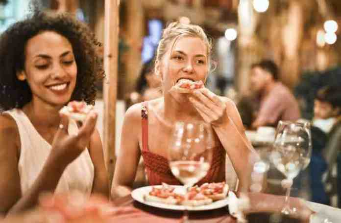 Staying Healthy While Eating Out