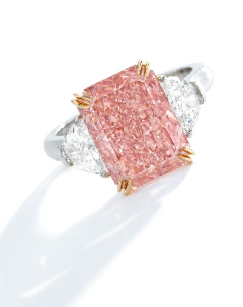 orangy pink 5.24 carat diamond of VS2 clarity,