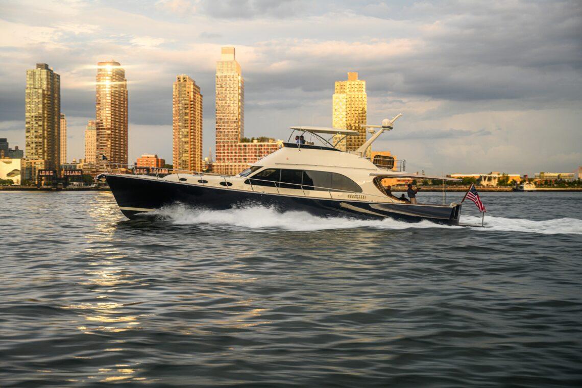 PB70 - Palm Beach Motor Yachts