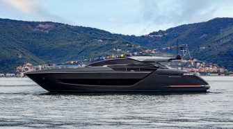 RIVA 88' FOLGORE: THE NEW OBJECT OF DESIRE ON THE INTERNATIONAL YACHTING SCENE