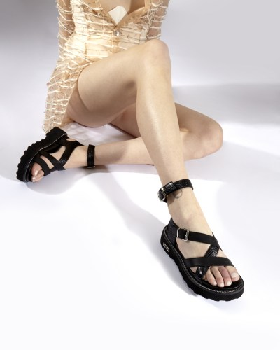 Black sandals with cross strips by Cult