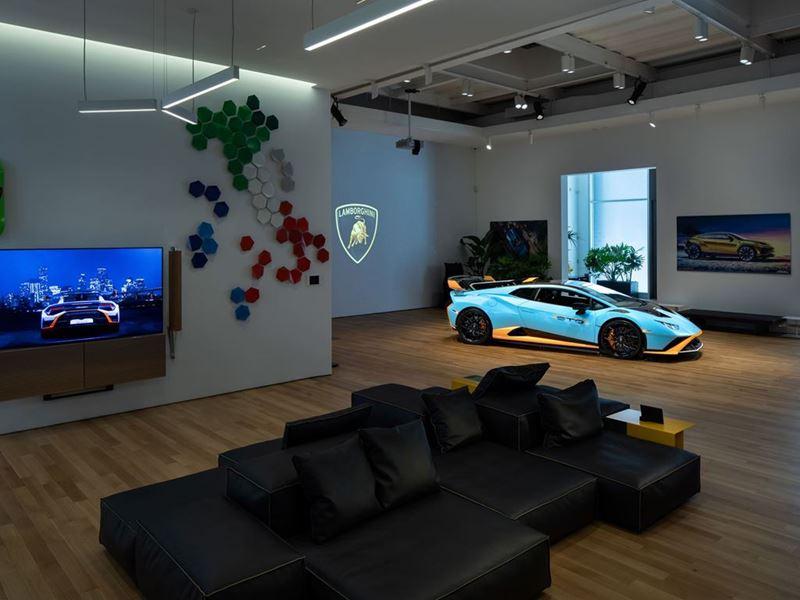 Lamborghini Lounge NYC - Huracán STO