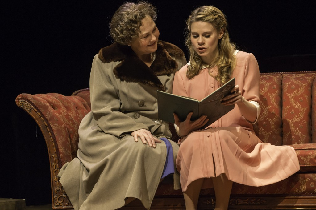 a review of tennessee williams the glass menagerie And so we have a glass menagerie that doubtless looks like nothing in tennessee williams' imagination, and yet which in its way fullfills the playwright's deepest desire, which was to invert.