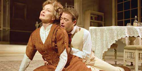 Jessica Lange performing as Mary Tyrone in 2000 London production of Long Day's Journey Into Night