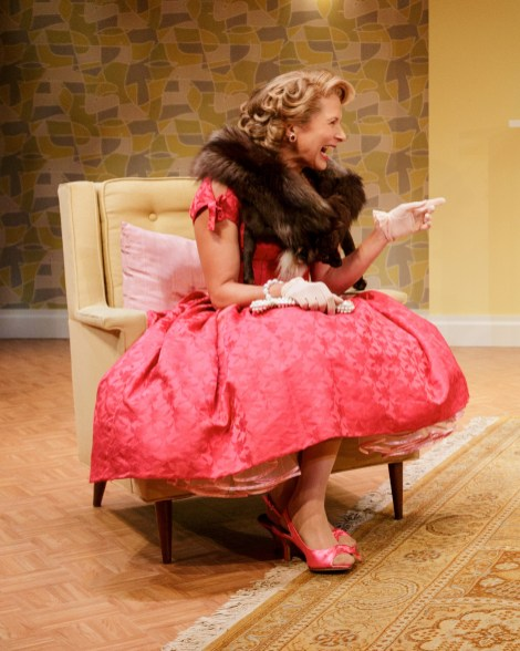 Jennifer Van yck as ditzy Kitty