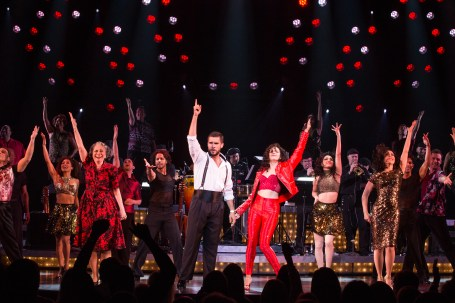 19-3807-Josh Segarra and Ana Villafañe (center) and the cast of ON YOUR FEET! (c) Matthew Murphy