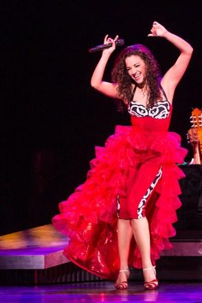 6-3545_Ana Villafañe as Gloria Estefan in ON YOUR FEET! (c) Matthew Murphy