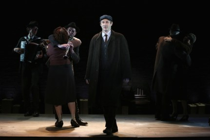 Indecent 3-Richard Topol in Indecent. Photo © Carol Rosegg