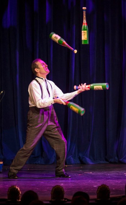 the-illusionists-charlie-frye-juggling