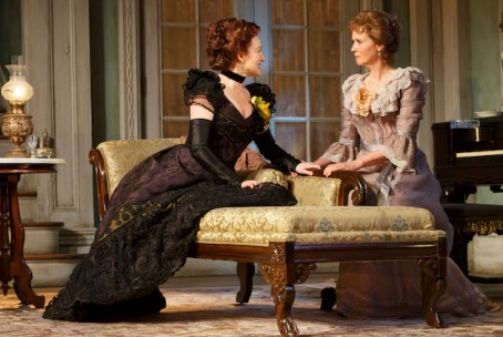 Laura Linney as Regina (left) and Cynthia Nixon as Birdie (right)