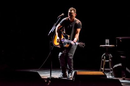 12_Bruce-Springsteen-in-SPRINGSTEEN-ON-BROADWAY_Photo-by-Rob-DeMartin-1
