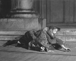 Lynn Fontanne as Eliza Doolittle in George Bernard Shaw's Pygmalion on Broadway in 1926, the second of its six Broadway productions