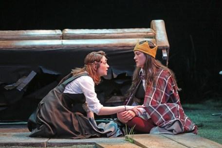 Ismenia Mendes as Lady Macbeth and Isabelle Fuhrman as Macbeth