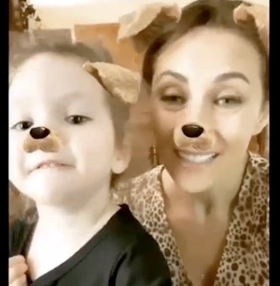 Laura Benanti and daugher