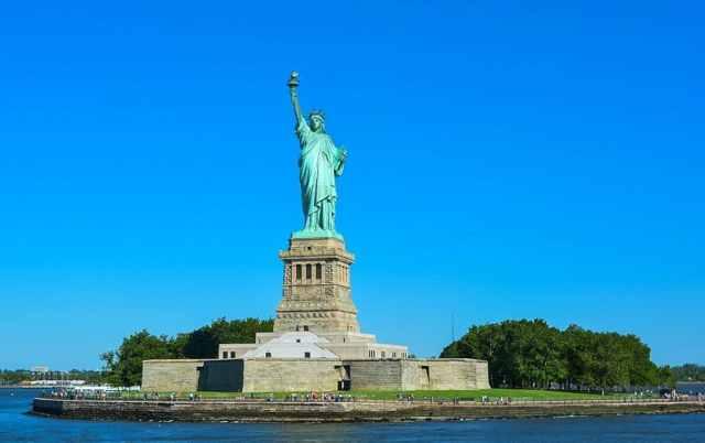 Statue de la Liberté, piédestal, couronne?