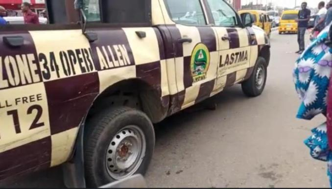 drama as frustrated driver strips lies under lastma vehicle to evade arrest