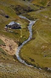 Der Woolshed Creek mit gleichnamiger Hütte