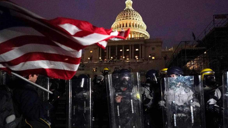 新闻直播🔴:特朗普支持者冲进国会大厦,华盛顿将实施宵禁