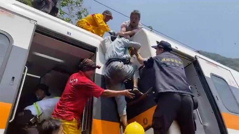 台湾火车相撞,造成49人丧生