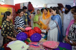 """Harsimrat Kaur Badal inaugurated DAVP exhibition """"Naya Bharat Karke Rahenge"""" in Chandigarh"""