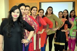 Son-to-be-mothers take part in pregnancy quiz at IVY Hospital