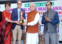 Chaitanya Hospital Doctors Awarded BY Haryana CM