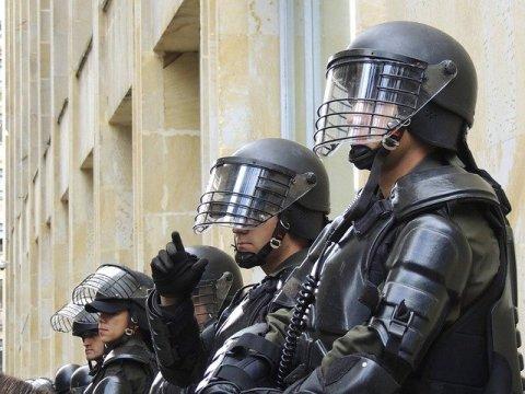 Polizei stoppt antisemitische Demonstration vor Synagoge